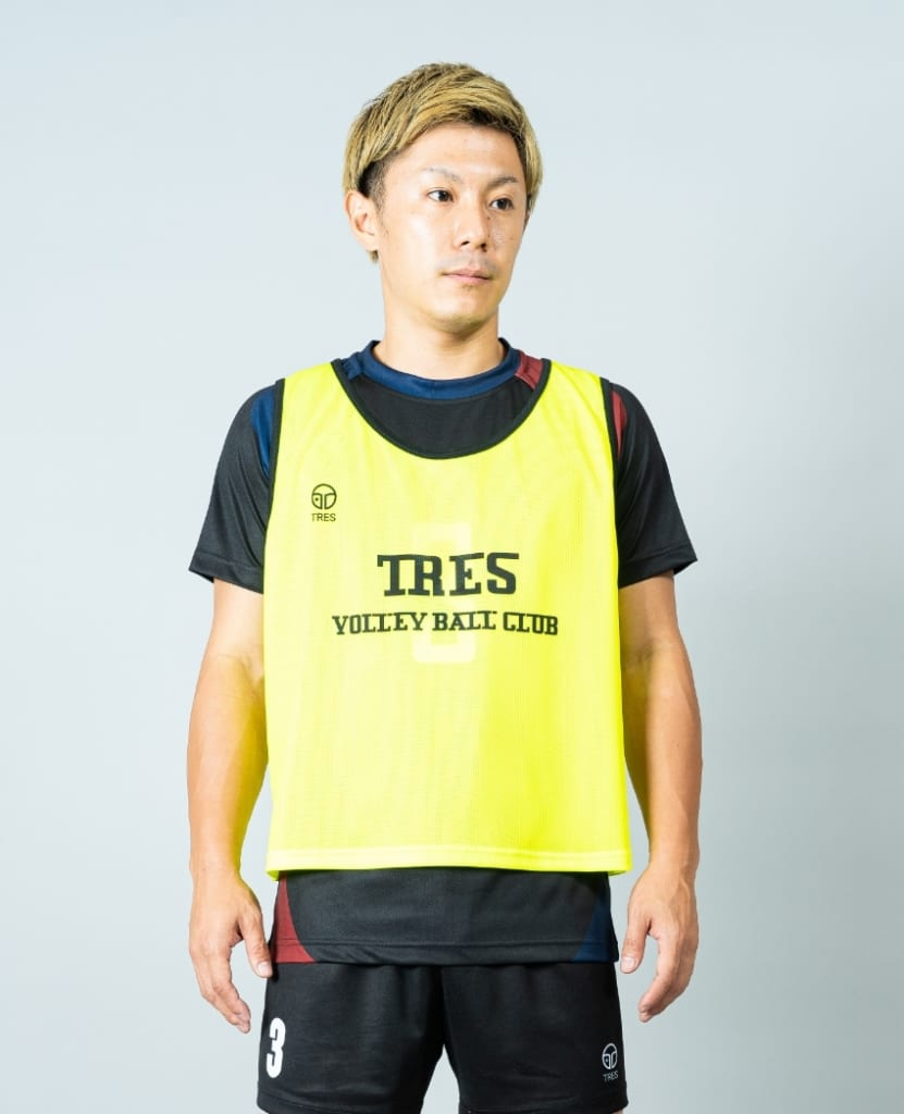 バレーボール用オリジナルビブス画像 正面・男性モデル|トレスバレーボール