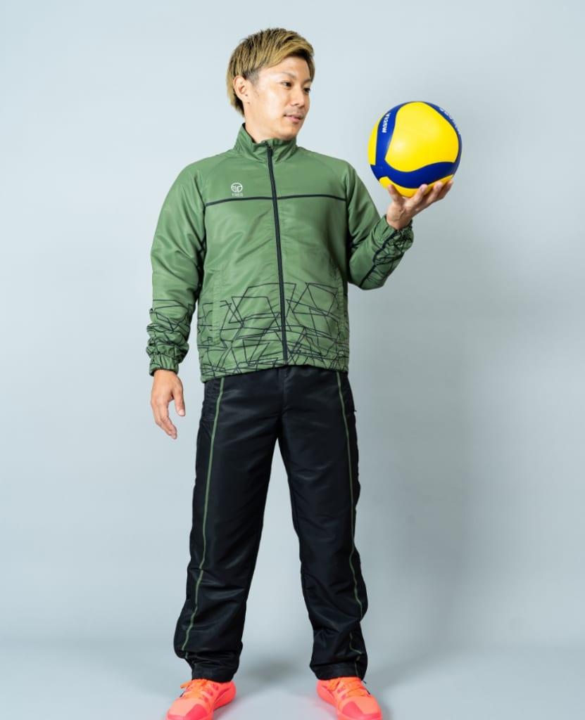 バレーボール用ウィンドブレーカー画像 正面・男性モデル|トレスバレーボール