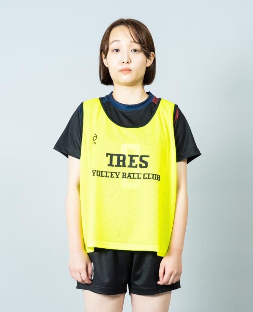 バレーボール用オリジナルビブス画像 正面・女性モデル|トレスバレーボール