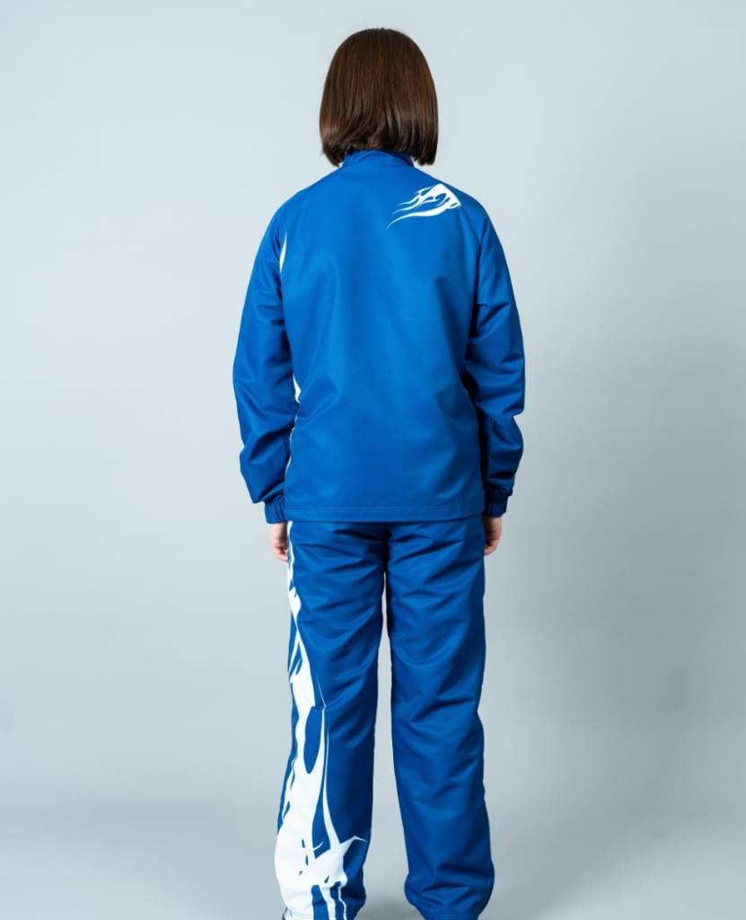 バレーボール用ウィンドブレーカー画像 背面・女性モデル|トレスバレーボール