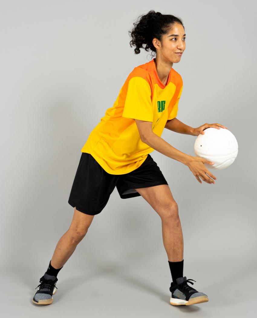 バスケットボール用シューティングシャツ画像 側面・女性モデル トレスバスケットボール
