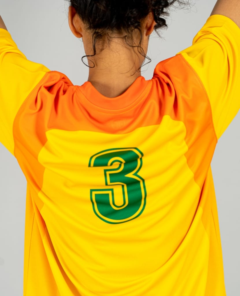 バスケットボール用シューティングシャツ画像 背面・女性モデル トレスバスケットボール
