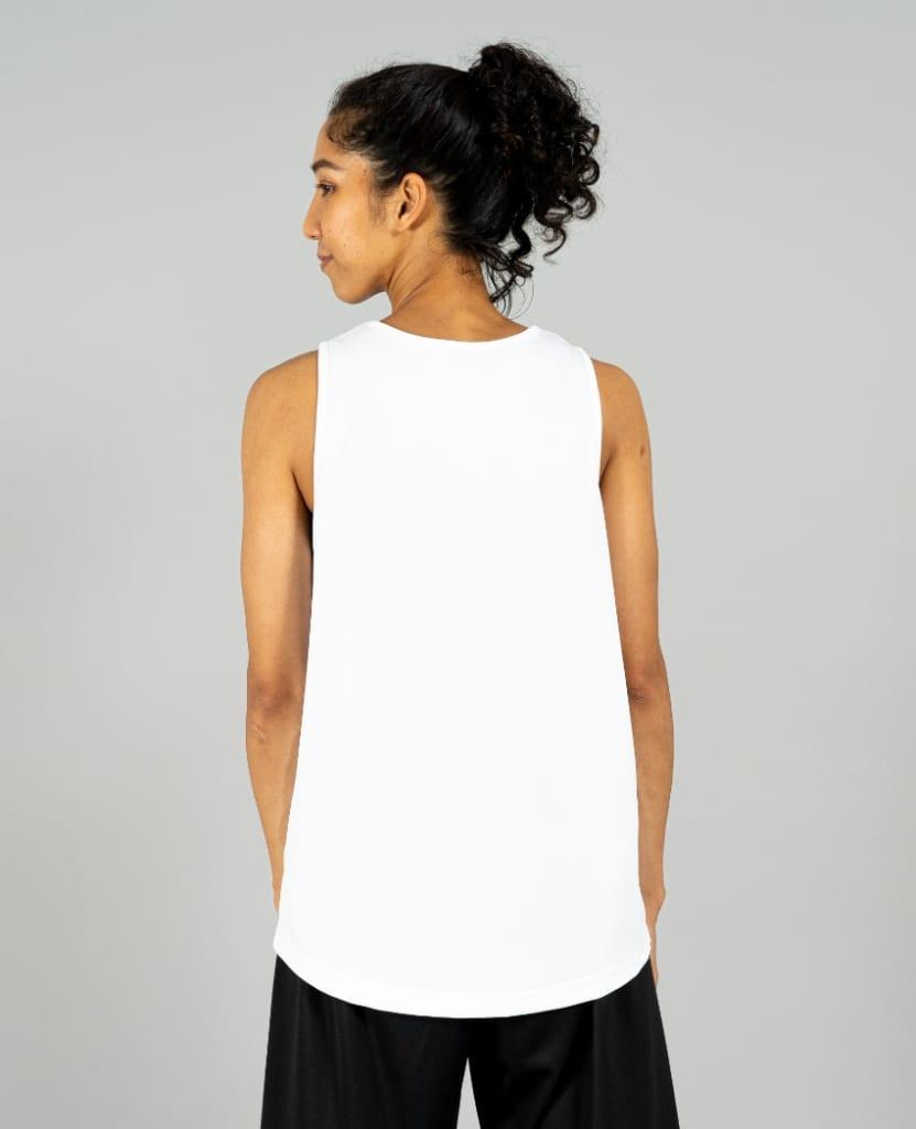 バスケットボール用イージードライシャツ タンクトップ画像 背面・女性モデル トレスバスケットボール