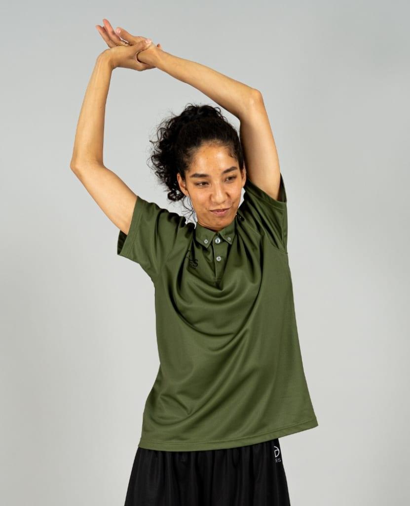 バスケットボール用イージードライシャツ ポロシャツ画像 正面・女性モデル|トレスバスケットボール